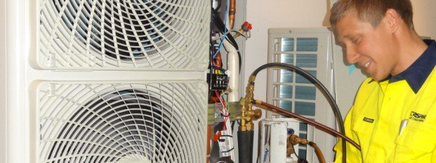 crispair-air-conditioning-perth-servicing-tecnician